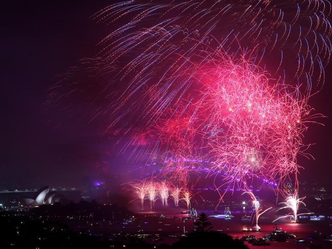 Bầu trời Úc rực rỡ thời khắc Giao thừa: Pháo hoa Cầu vồng ăn mừng nước Úc hợp pháp hôn nhân đồng giới - Ảnh 9.