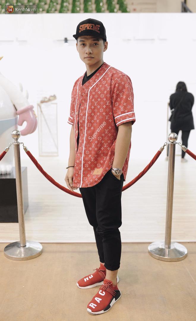 Giới trẻ Việt thi nhau mặc hoodie trăm triệu của Louis Vuitton x Supreme và đồ streetwear đắt đỏ tới Sole Ex 2017 - Ảnh 5.