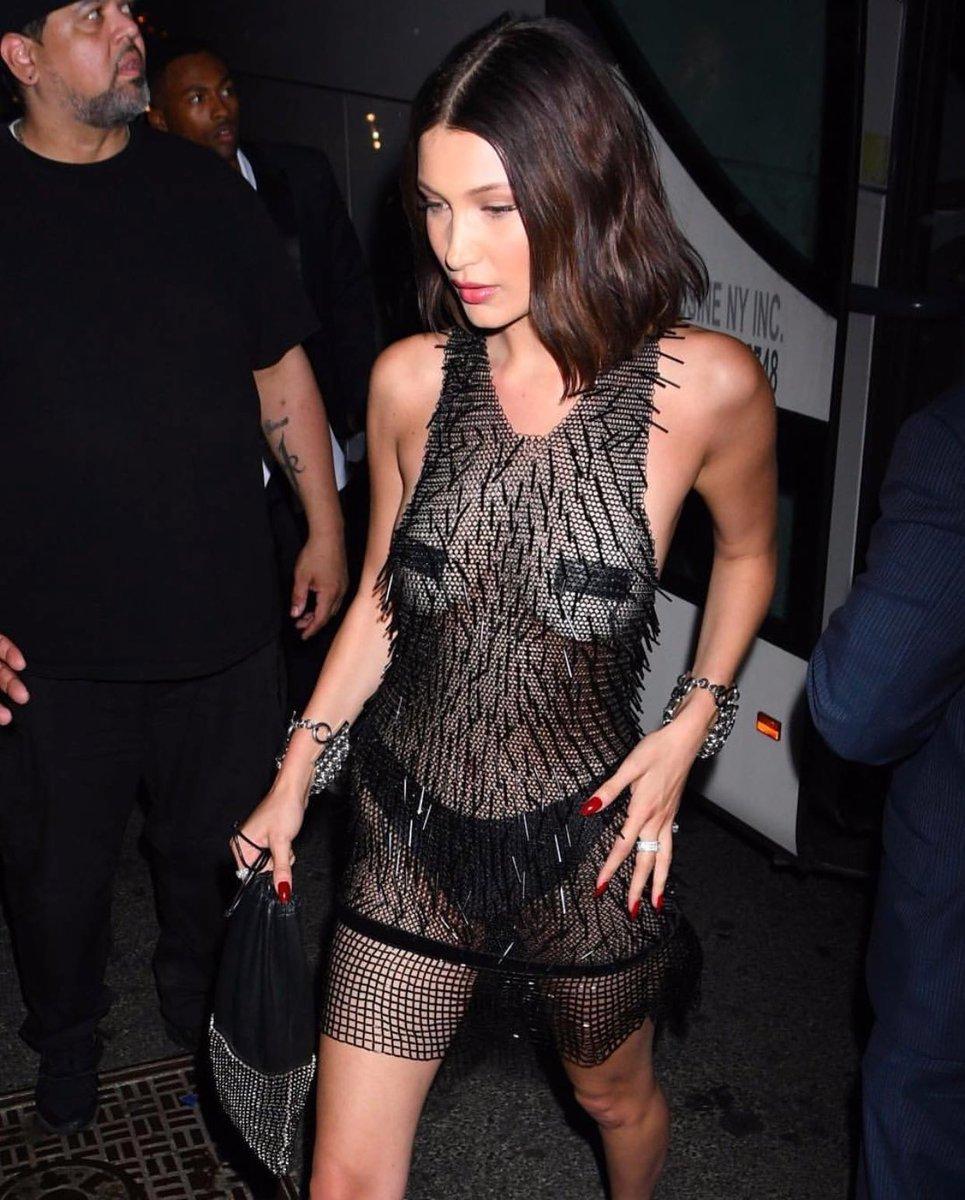 Suốt ngày diện đồ lưới xuyên thấu mặc cũng như không thế này chỉ có thể là đôi bạn cùng tiến Kendall Jenner - Bella Hadid - Ảnh 5.