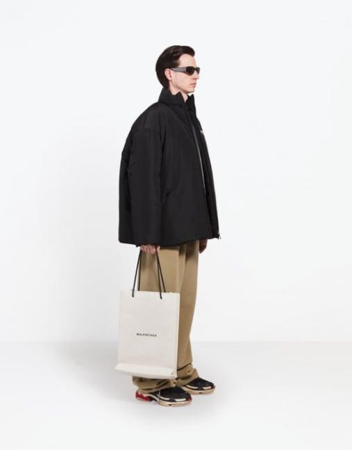 Hai chiếc túi giống hệt nhau của Balenciaga: một cái cho không, một cái giá... 25 triệu đồng! - Ảnh 4.