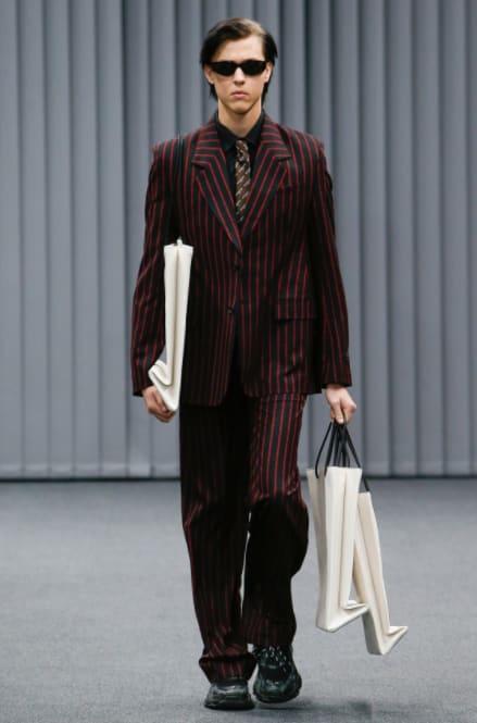 Hai chiếc túi giống hệt nhau của Balenciaga: một cái cho không, một cái giá... 25 triệu đồng! - Ảnh 5.
