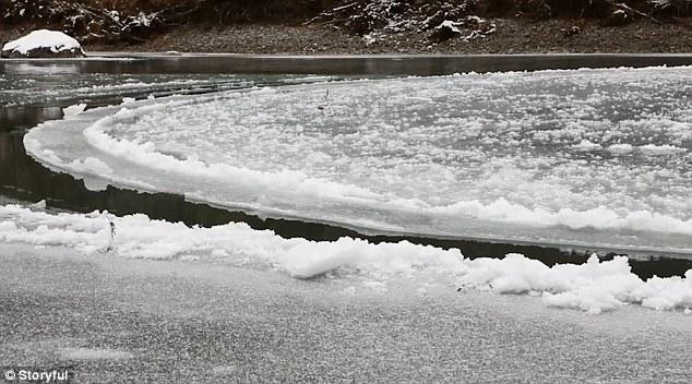 Đĩa băng tự động xoay tròn giữa lòng hồ - hiện tượng thiên nhiên hay ma thuật kỳ bí? - Ảnh 4.