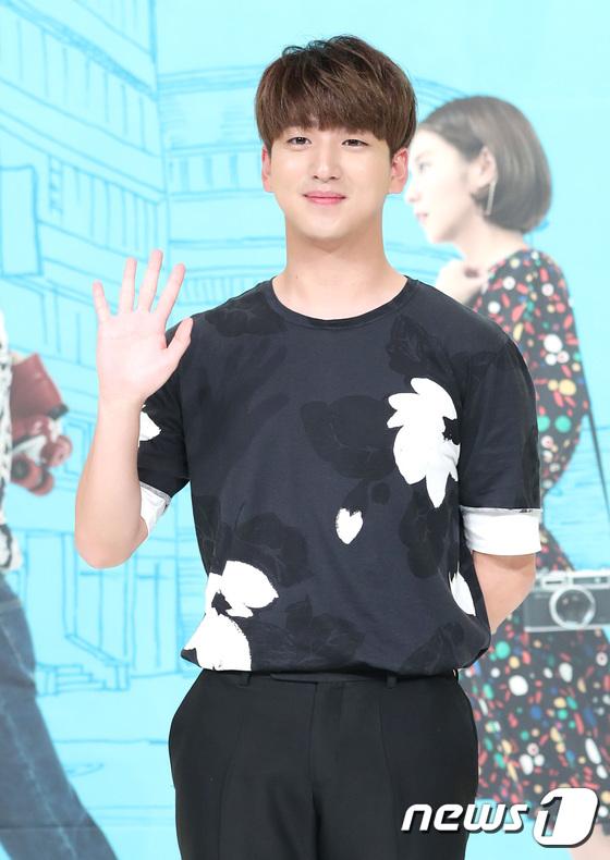 Jaejoong trở lại điển trai như hoàng tử, UEE diện váy rách hay cố tình? - Ảnh 10.