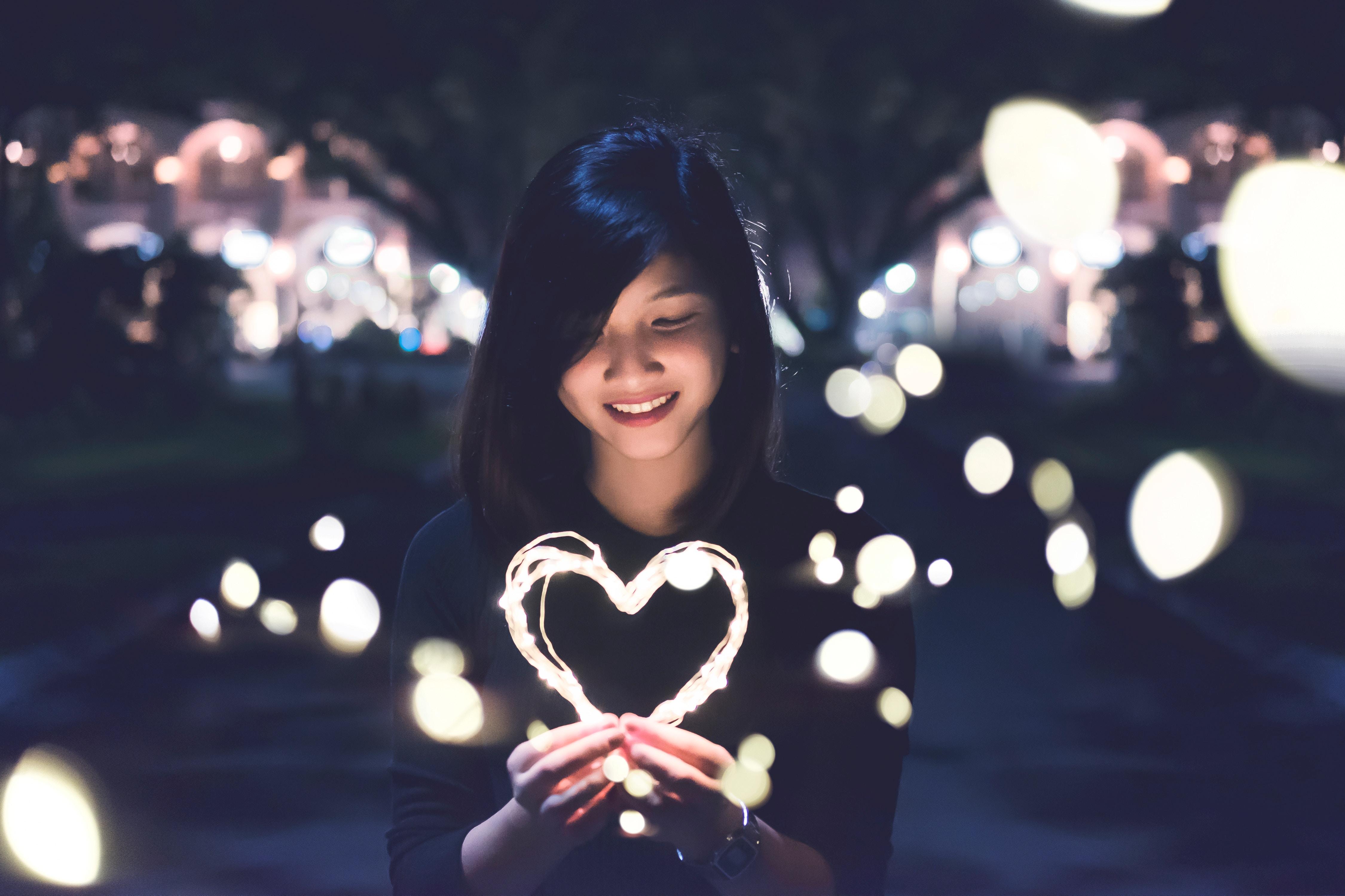 Ta yêu nhau bình yên hôm nay thôi, chuyện ngày mai để mai tính - Ảnh 1.