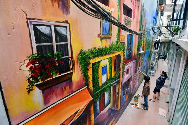 Ngắm bức tranh tường 3D phong cảnh góc phố Venice đầy màu sắc trong ngõ nhỏ Hà Nội - Ảnh 1.