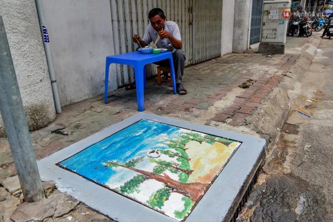Nhìn những bức tranh trên nắp cống ở Sài Gòn đẹp như thế này, không ai nỡ xả rác nữa! - Ảnh 16.