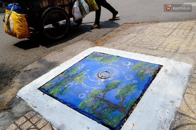 Nhìn những bức tranh trên nắp cống ở Sài Gòn đẹp như thế này, không ai nỡ xả rác nữa! - Ảnh 10.