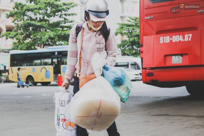 Kết thúc 4 ngày nghỉ lễ, người dân lỉnh kỉnh đồ đạc quay lại Hà Nội và Sài Gòn - Ảnh 25.