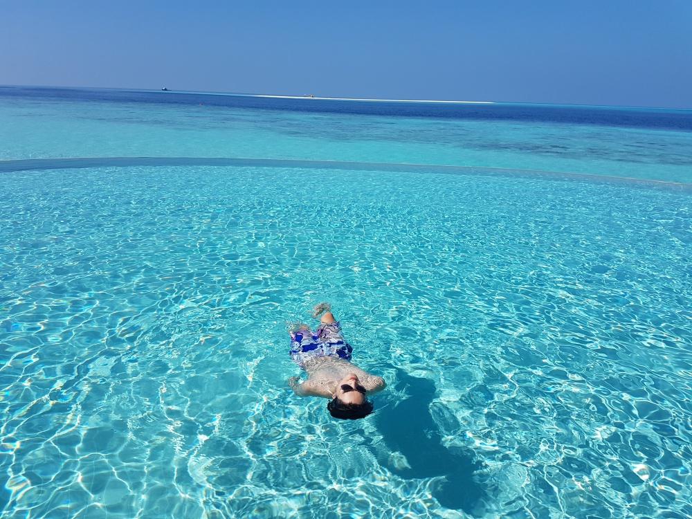 Quang Hùng – Quỳnh Châu khoe ảnh khóa môi hạnh phúc tại thiên đường Maldives - Ảnh 7.