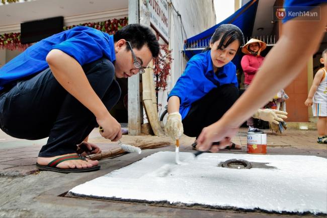 Nhìn những bức tranh trên nắp cống ở Sài Gòn đẹp như thế này, không ai nỡ xả rác nữa! - Ảnh 4.