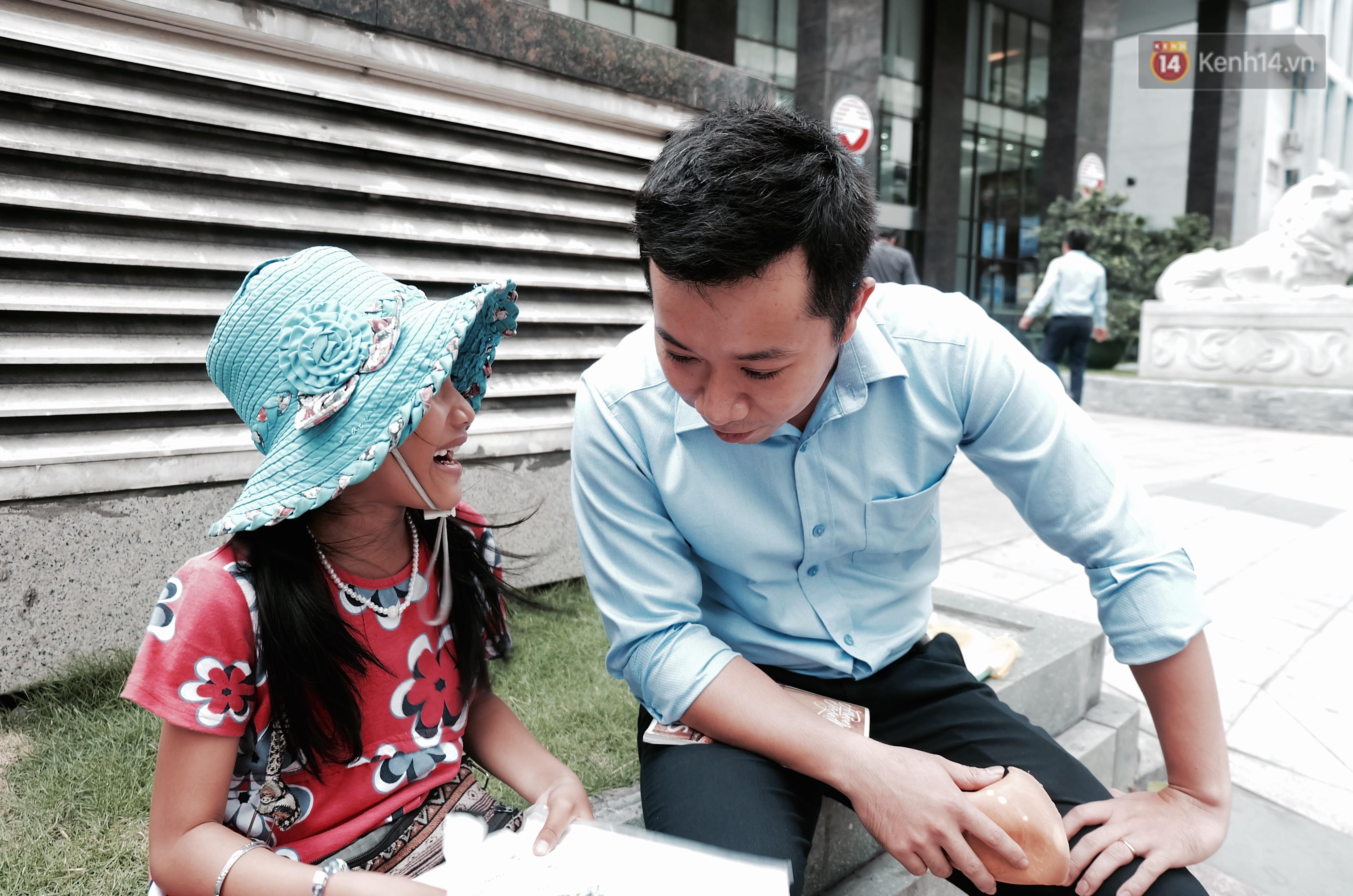 Hành trình mà nhiều người lớn tử tế đang tìm lại niềm vui cho những đứa bé nghèo ở Sài Gòn - Ảnh 7.