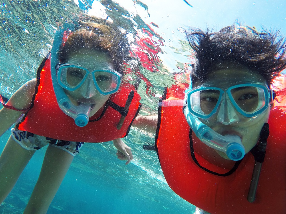 Quang Hùng – Quỳnh Châu khoe ảnh khóa môi hạnh phúc tại thiên đường Maldives - Ảnh 1.