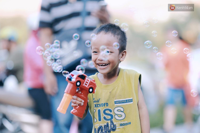 Hành trình mà nhiều người lớn tử tế đang tìm lại niềm vui cho những đứa bé nghèo ở Sài Gòn - Ảnh 5.