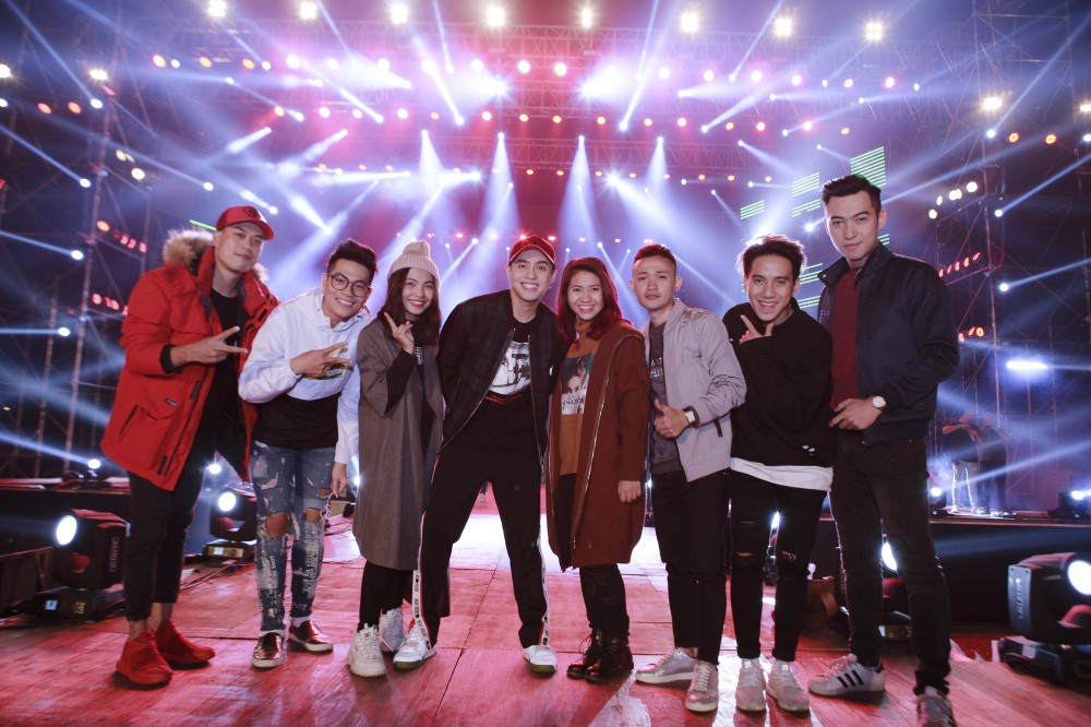 Mặc đêm khuya, trời lạnh, khán giả vẫn vây kín xem Noo Phước Thịnh luyện tập liveshow ở Hà Nội - Ảnh 7.