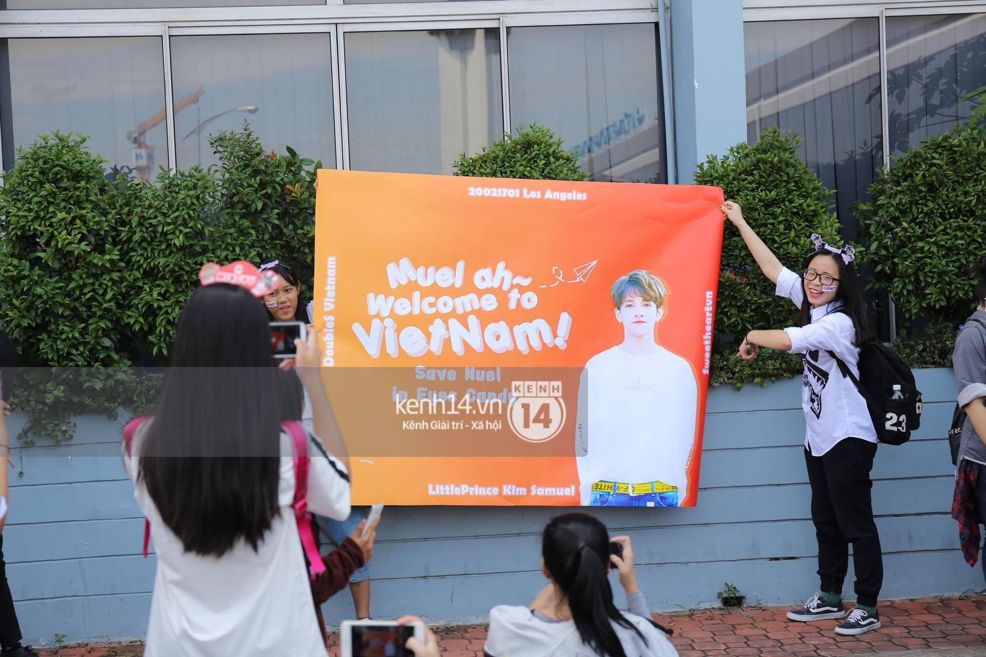 Hoàng tử lai Samuel điển trai, cùng Seventeen ngoái lại chào fan Việt bằng được tại sân bay Tân Sơn Nhất - Ảnh 29.