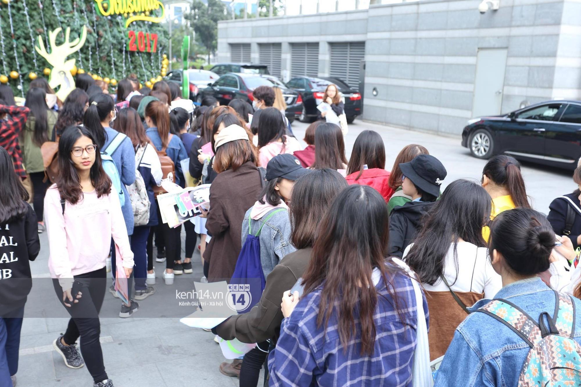 Mỹ nam Taeyong tiết lộ muốn ở lại Việt Nam, NCT 127 đồng loạt tỏ tình Anh yêu em với fan tại họp báo ở Hà Nội - Ảnh 31.