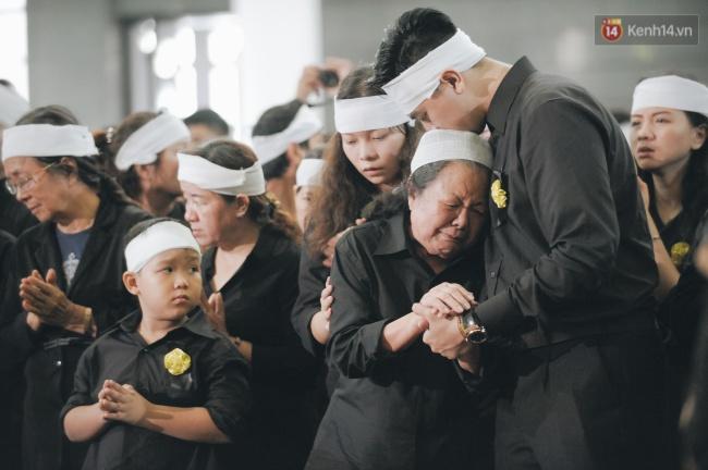 Những khoảnh khắc không thể quên trong chuyến xe cuối cùng tiễn đưa thầy Văn Như Cương về trời - Ảnh 3.