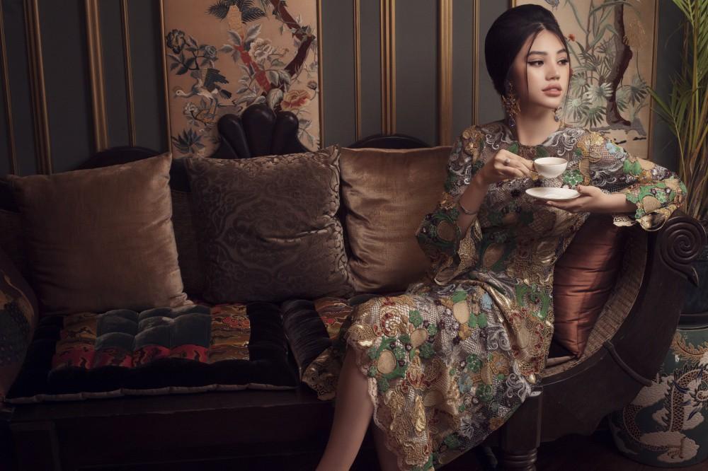 Jolie Nguyễn quyến rũ khó cưỡng với phong cách cổ điển - Ảnh 5.