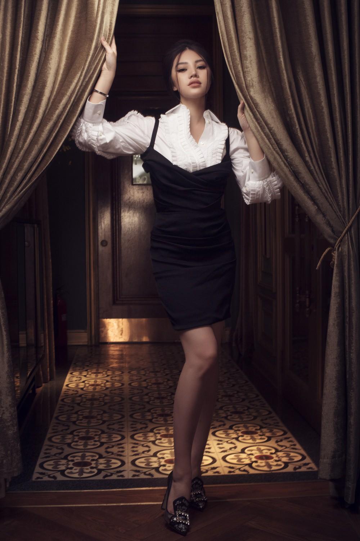 Jolie Nguyễn quyến rũ khó cưỡng với phong cách cổ điển - Ảnh 7.