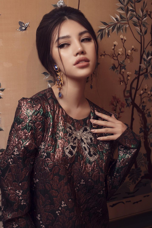 Jolie Nguyễn quyến rũ khó cưỡng với phong cách cổ điển - Ảnh 9.