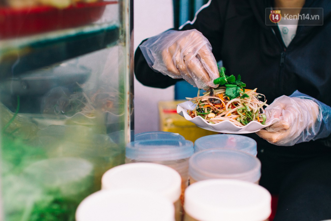 Chùm ảnh: Ở Sài Gòn, có một khu chợ mang tên Campuchia nằm trong hẻm nhỏ nhưng hội tụ đủ hàng ăn thức uống các vùng miền - Ảnh 5.