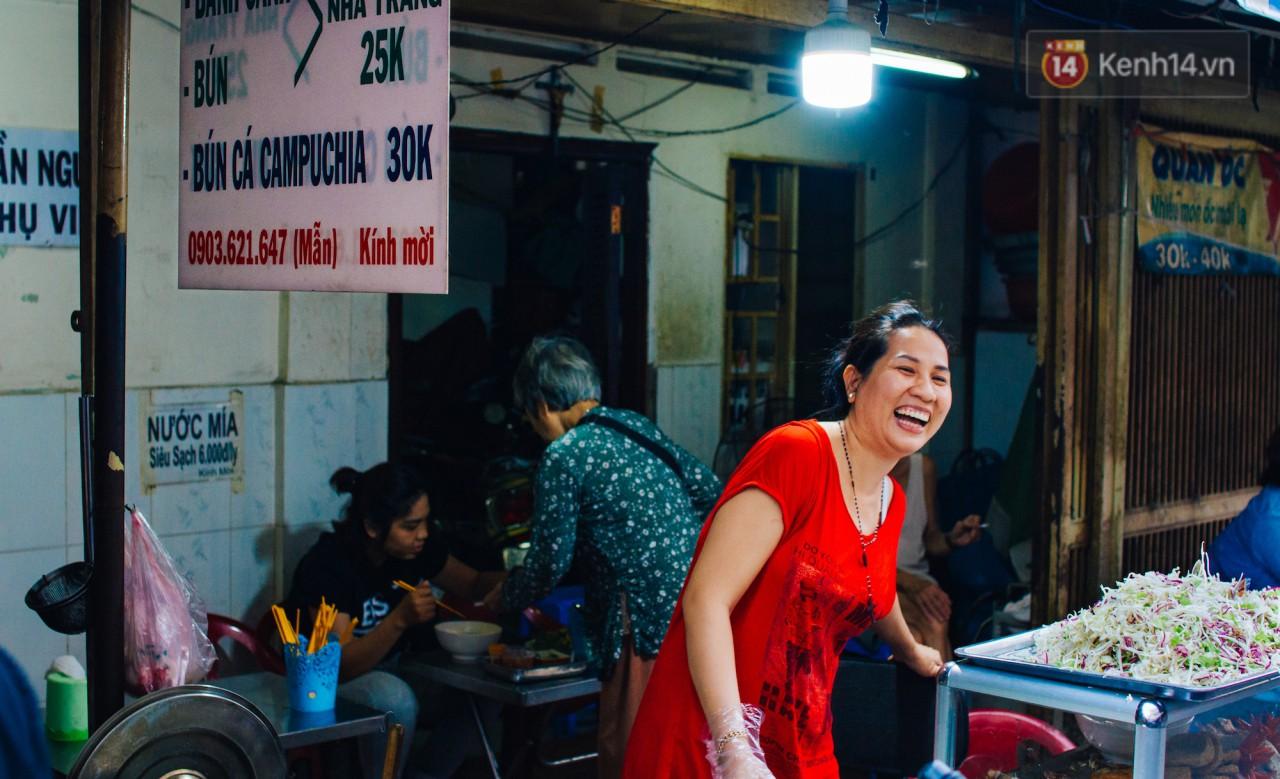 Chùm ảnh: Ở Sài Gòn, có một khu chợ mang tên Campuchia nằm trong hẻm nhỏ nhưng hội tụ đủ hàng ăn thức uống các vùng miền - Ảnh 3.
