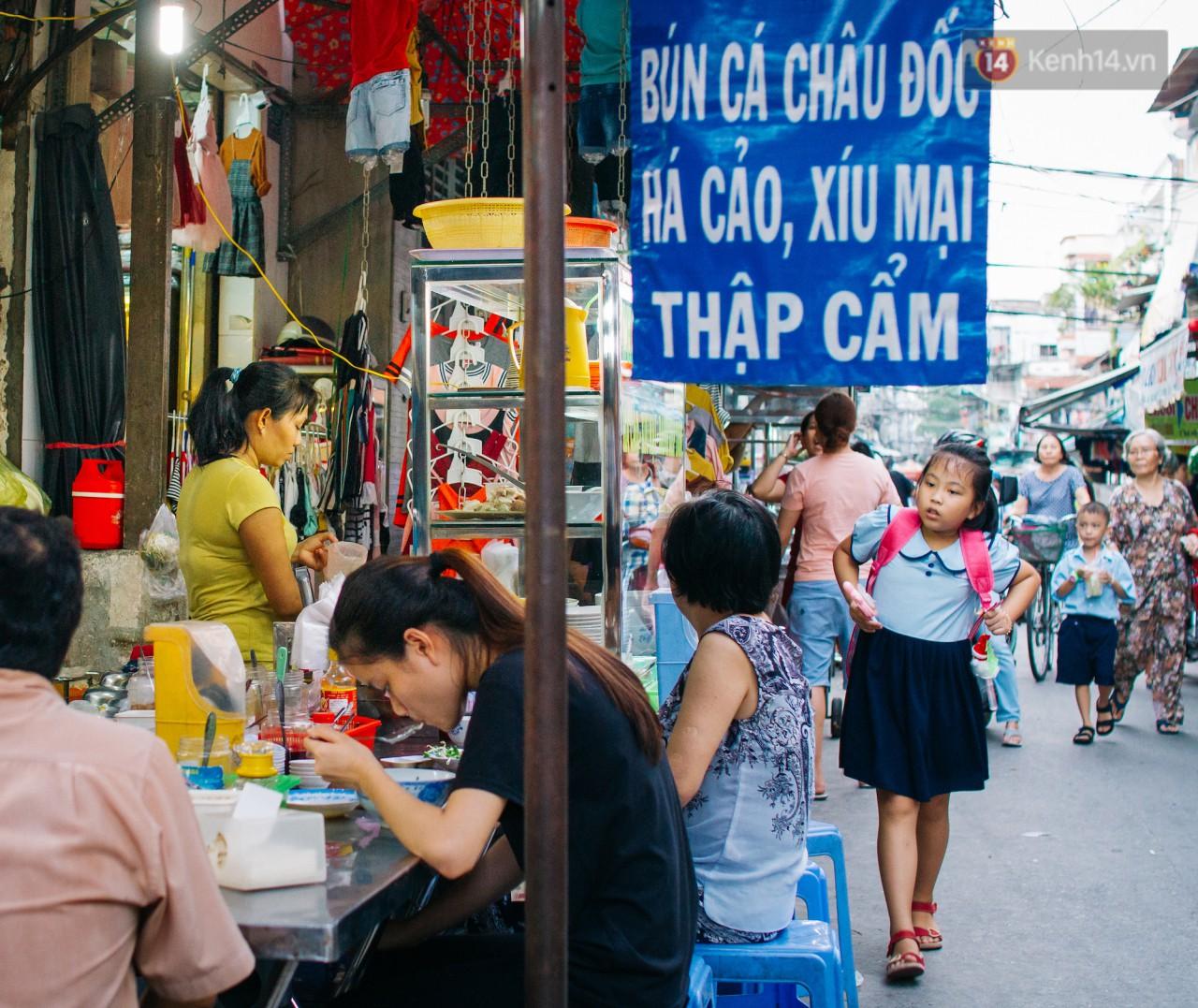 Chùm ảnh: Ở Sài Gòn, có một khu chợ mang tên Campuchia nằm trong hẻm nhỏ nhưng hội tụ đủ hàng ăn thức uống các vùng miền - Ảnh 4.