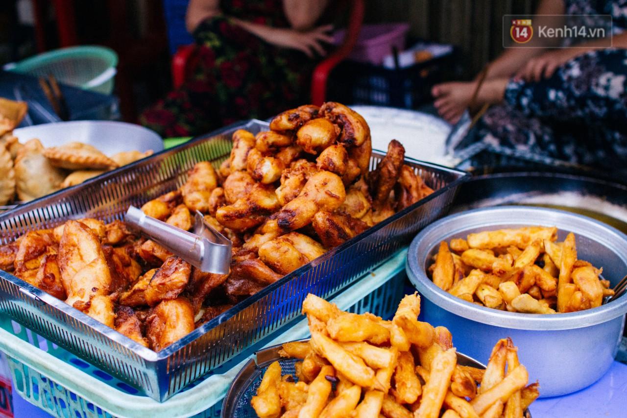 Chùm ảnh: Ở Sài Gòn, có một khu chợ mang tên Campuchia nằm trong hẻm nhỏ nhưng hội tụ đủ hàng ăn thức uống các vùng miền - Ảnh 7.