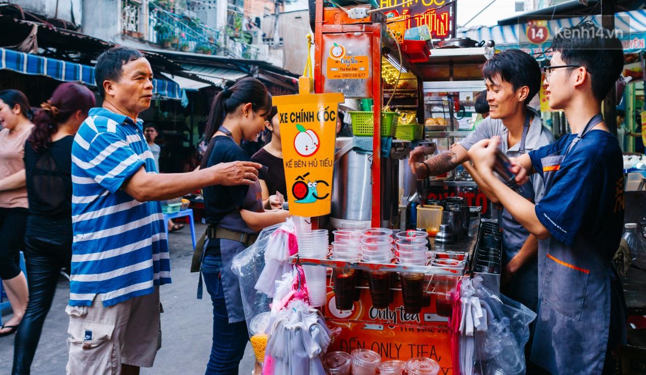 Chùm ảnh: Ở Sài Gòn, có một khu chợ mang tên Campuchia nằm trong hẻm nhỏ nhưng hội tụ đủ hàng ăn thức uống các vùng miền - Ảnh 10.