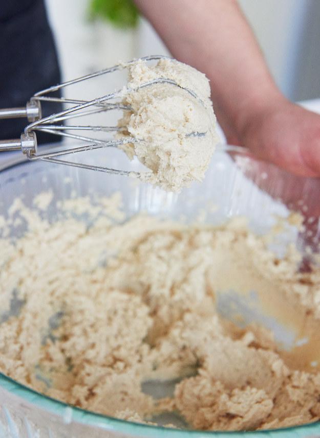 Cách làm một chiếc bánh sinh nhật chocolate hoàn chỉnh từ A đến Z - Ảnh 3.