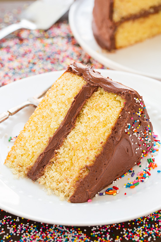 Cách làm một chiếc bánh sinh nhật chocolate hoàn chỉnh từ A đến Z - Ảnh 17.