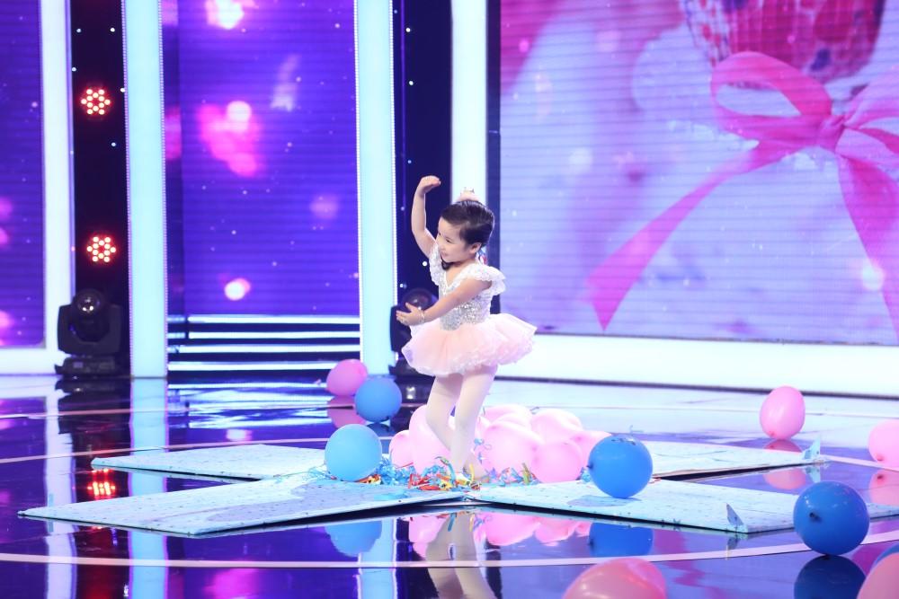 Bé 5 tuổi hát Anh cứ đi đi cực đau khổ rồi hồn nhiên nói chẳng biết cô Hari Won là ai - Ảnh 8.