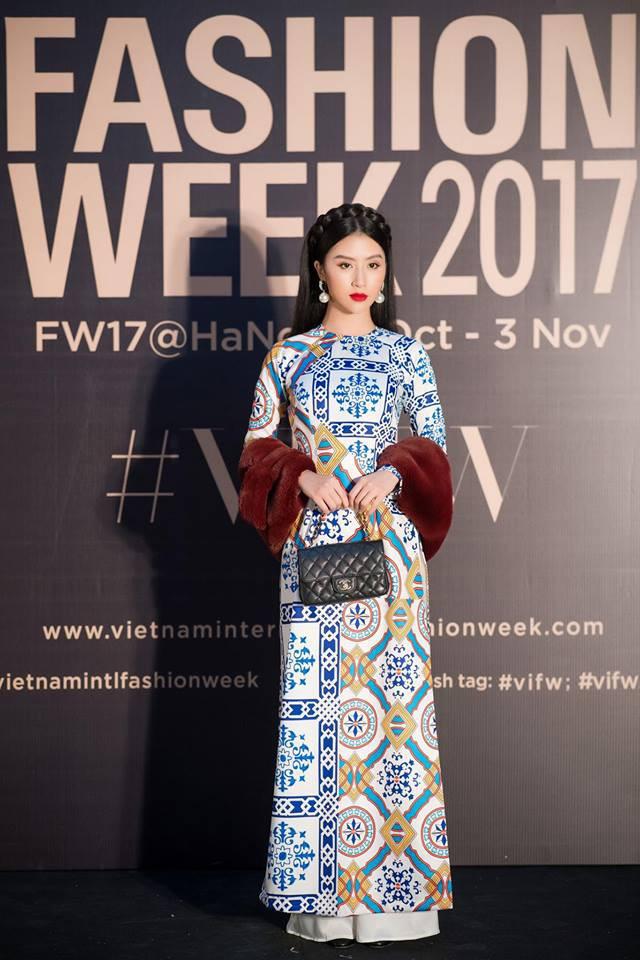 Và đây chính là 8 bộ cánh đã thống trị Vietnam International Fashion Week mùa này - Ảnh 1.
