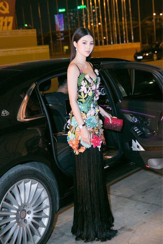 Và đây chính là 8 bộ cánh đã thống trị Vietnam International Fashion Week mùa này - Ảnh 4.