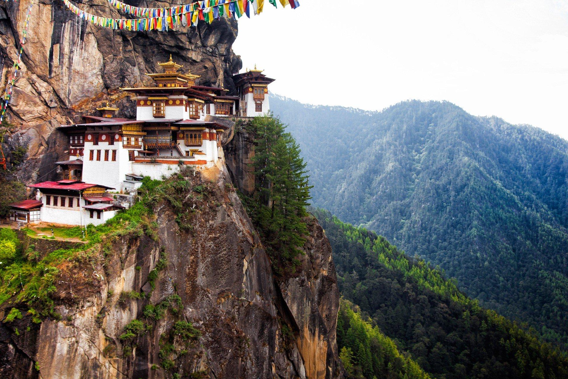 Tại sao Bhutan dù chỉ đứng thứ 84, nhưng vẫn luôn được coi là quốc gia hạnh phúc nhất? - Ảnh 2.