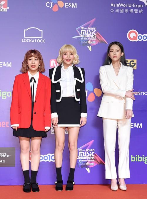 Cập nhật thảm đỏ MAMA Hồng Kông: Kim Yoo Jung chiếm trọn sự chú ý, em út Red Velvet hở bạo - Ảnh 18.