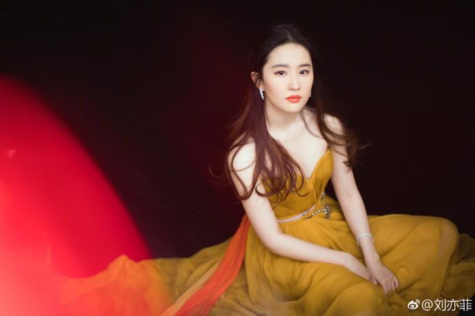 Thảm đỏ Marie Claire: Đường Yên chiếm sóng với chiếc váy đẹp xuất sắc, Lưu Diệc Phi kém sang hơn hẳn Dương Mịch - Angela Baby - Ảnh 9.