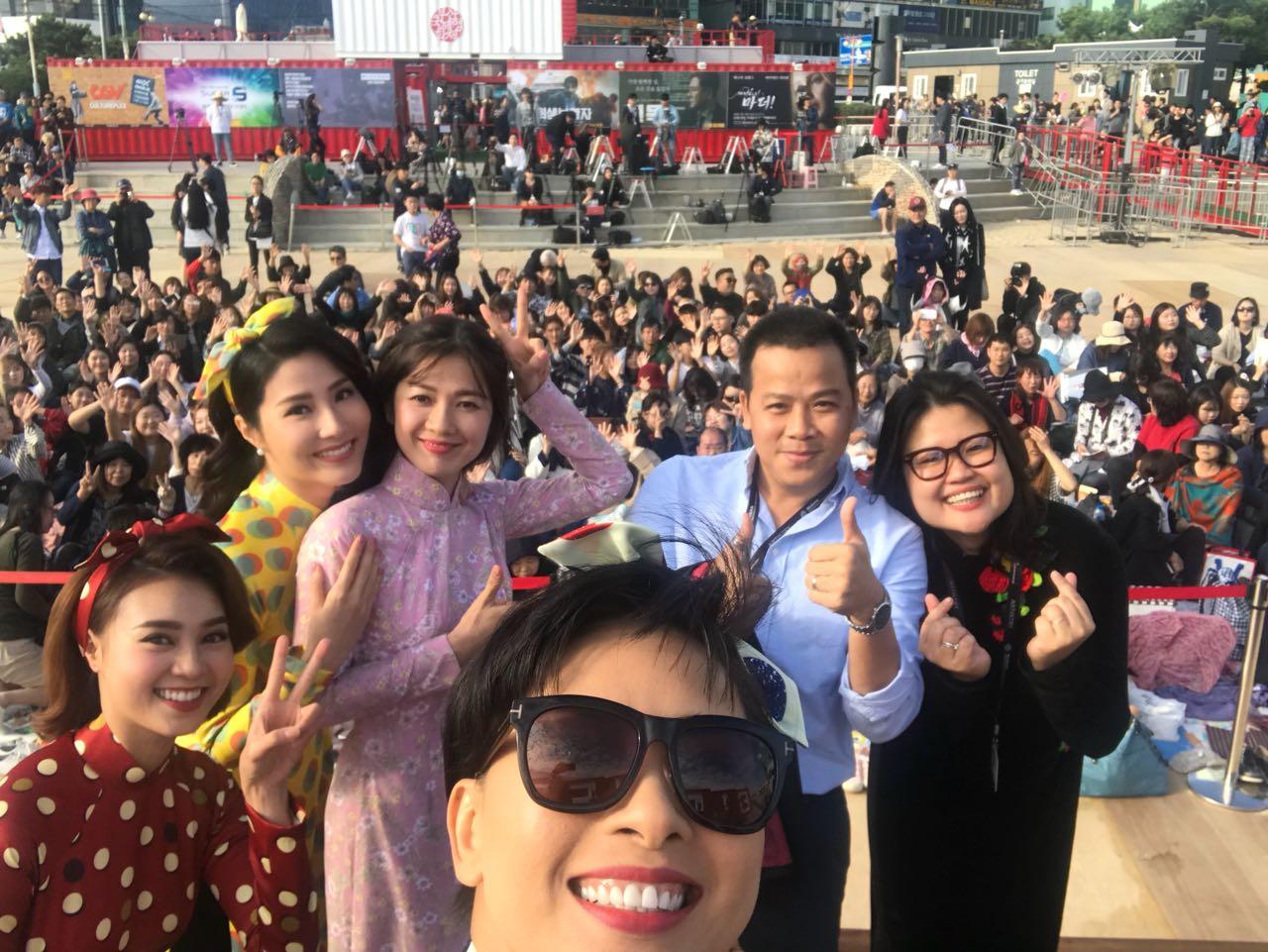 1000 vé đầu tiên của Cô Ba Sài Gòn được tẩu tán sạch sẽ tại Hàn Quốc - Ảnh 2.