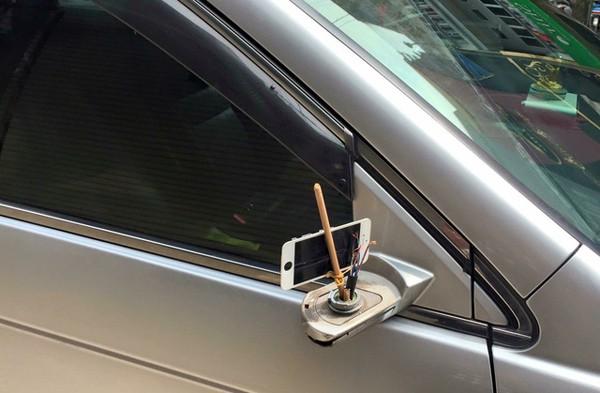 Năm hết tết đến, xe hơi độ gương xuất hiện đầy đường vì gương xịn đã bị bẻ trộm - Ảnh 3.