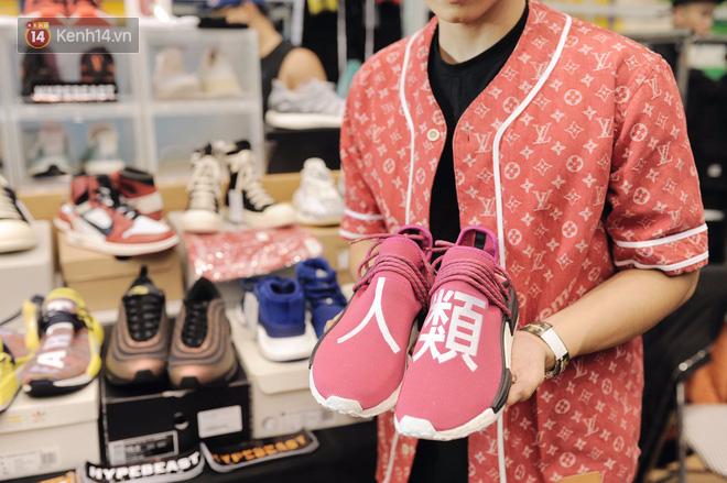 """c4a38fd9 f171 4fdf 863e ab8bb1dc7436 1511251193692 1511251960694 - Những mẫu sneakers đỉnh nhất của """"đầu giày"""" Việt tại Sole Ex: hàng hiếm, giá ngất ngưởng từ 150 tới hơn 340 triệu đồng"""