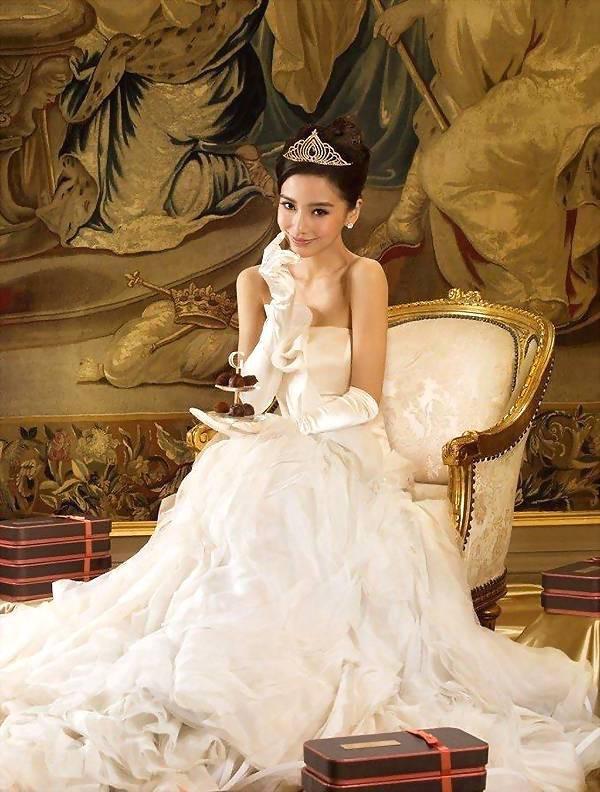 Angela Baby - Địch Lệ Nhiệt Ba cùng mặc váy cưới: Ai đẹp xuất sắc hơn ai? - Ảnh 5.