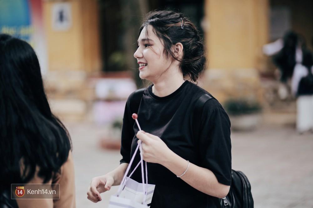 Trường Phan Đình Phùng: Không chỉ hotboy cầm cờ, cô bạn lai này cũng gây chú ý vì rất đáng yêu - Ảnh 11.