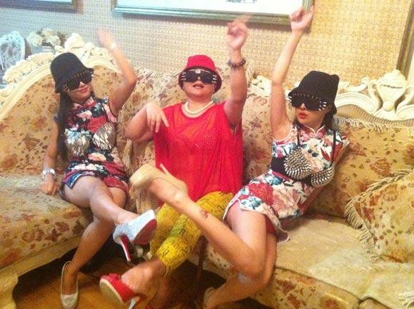 Nổi tiếng xổi kiểu Can Lộ Lộ: Khi xưa thành danh vì ăn mặc phản cảm, ngày nay kiếm tiền chật vật tại các quán karaoke - Ảnh 12.