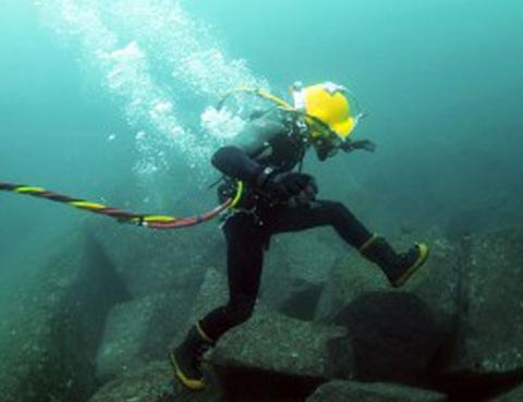 Ngoài chuyện hay đứt, đây là những sự thật thú vị về cáp quang dưới biển - Ảnh 5.
