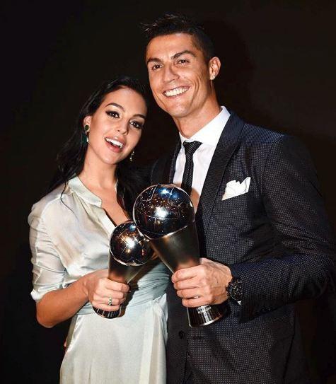 Vừa sinh con gái cho Ronaldo, Georgina vẫn giữ dáng thon gọn đến khó tin - Ảnh 3.