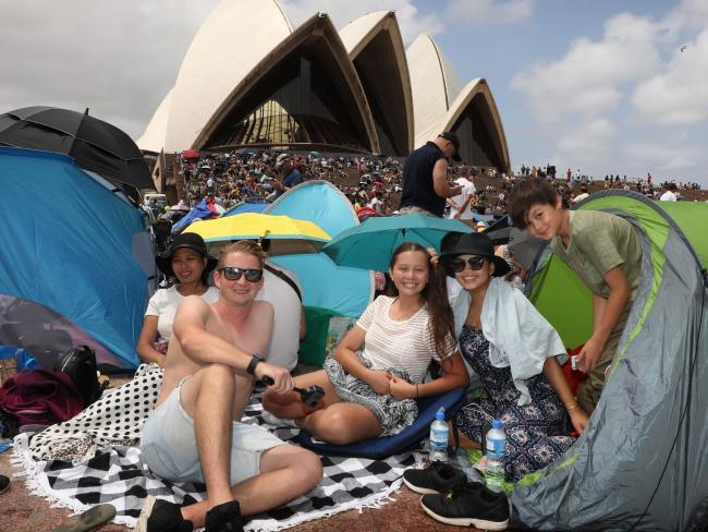 Bầu trời Úc rực rỡ thời khắc Giao thừa: Pháo hoa Cầu vồng ăn mừng nước Úc hợp pháp hôn nhân đồng giới - Ảnh 12.