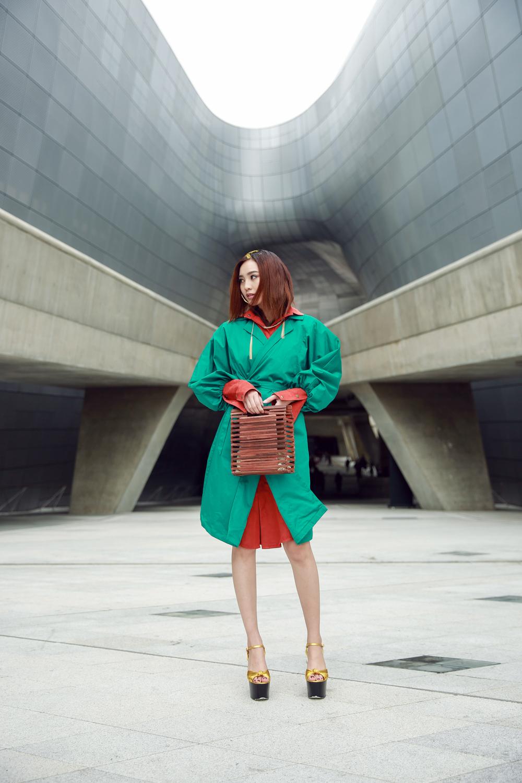 Đơn thương độc mã tại Seoul Fashion Week mùa này, nhưng độ cool của Châu Bùi chẳng hề giảm sút - Ảnh 11.