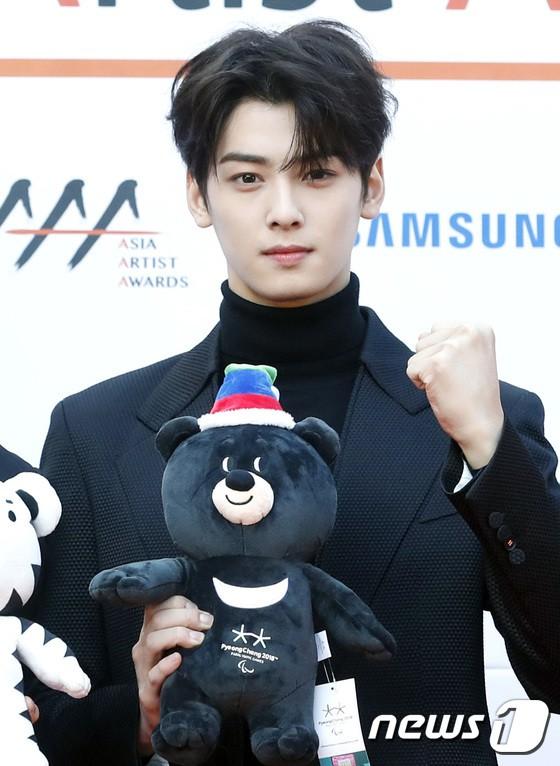 Asia Artist Awards bê cả showbiz lên thảm đỏ: Yoona, Suzy lép vế trước Park Min Young, hơn 100 sao Hàn lộng lẫy đổ bộ - Ảnh 43.