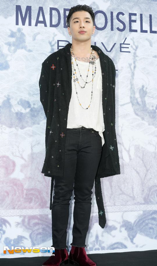Cùng tại sự kiện Chanel: G-Dragon lấy quạt che mặt, CL liên tục kéo váy, Yoona thì đẹp bất chấp - Ảnh 13.