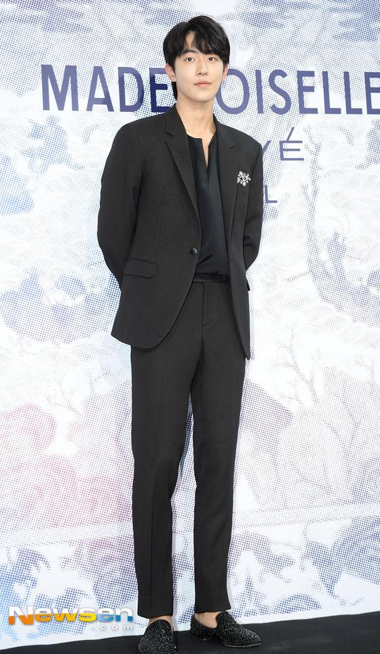 Cùng tại sự kiện Chanel: G-Dragon lấy quạt che mặt, CL liên tục kéo váy, Yoona thì đẹp bất chấp - Ảnh 19.